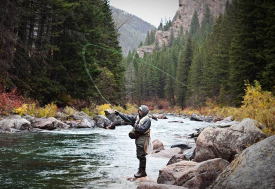 Fly-fishing-in-MT-550x378